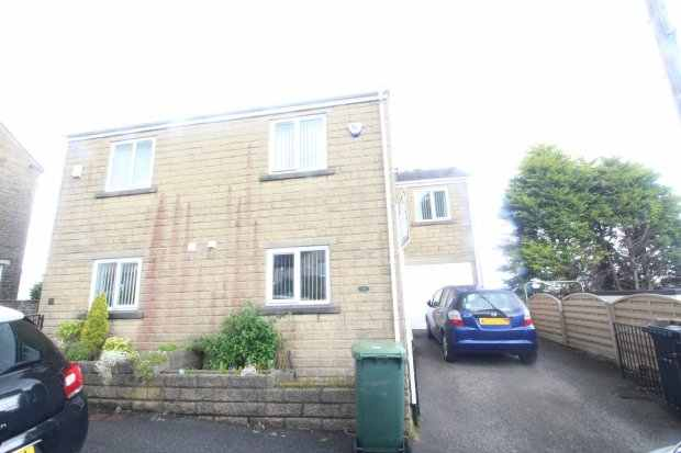 3 Bedrooms Semi Detached House for sale in Hill Crest Road, Bradford, West Yorkshire, BD13 4JF