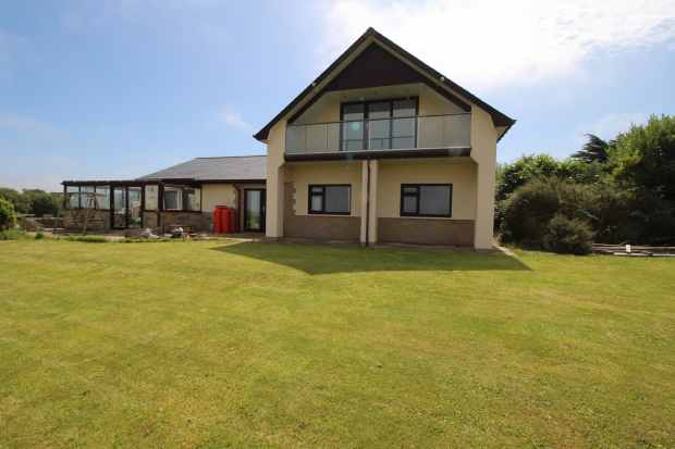 4 Bedrooms Detached House for sale in New Quay, Dyfed, SA45 9RQ