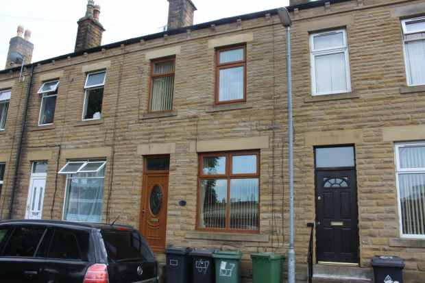 3 Bedrooms Terraced House for sale in Garden Street, Dewsbury, West Yorkshire, WF13 3AN