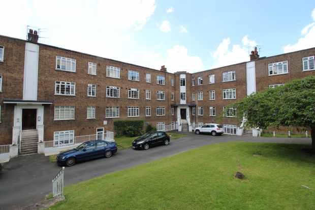 3 Bedrooms Apartment Flat for sale in Elmhurst Court, Croydon, Surrey, CR0 1HR