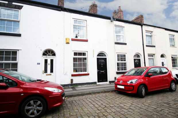 2 Bedrooms Terraced House for sale in Great King Street, Macclesfield, Cheshire, SK11 6PR