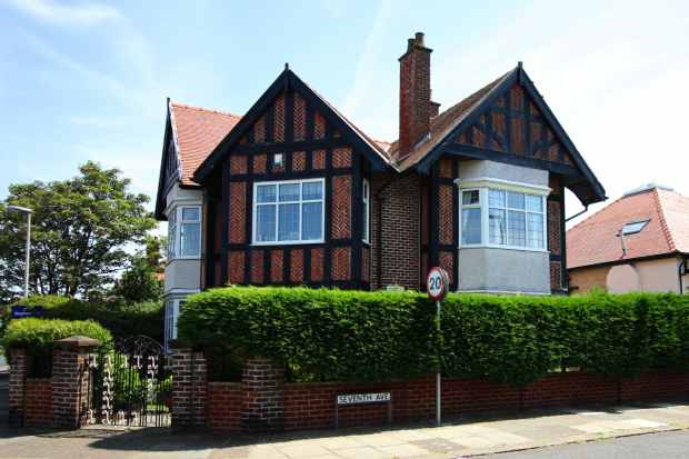 4 Bedrooms Detached House for sale in Seventh Avenue, Blackpool, Lancashire, FY4 2ED