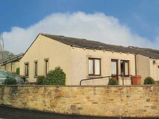 2 Bedrooms Terraced House for sale in Higherlands Close, Skipton, North Yorkshire, BD23 3RF