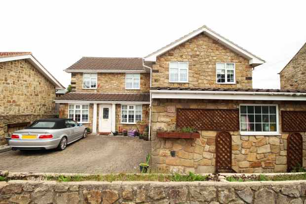 4 Bedrooms Detached House for sale in Lead Road, Ryton, Tyne And Wear, NE40 4SH