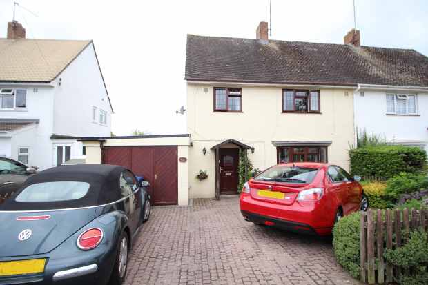 3 Bedrooms Semi Detached House for sale in Pyke Road, Tewkesbury, Gloucestershire, GL20 8DX