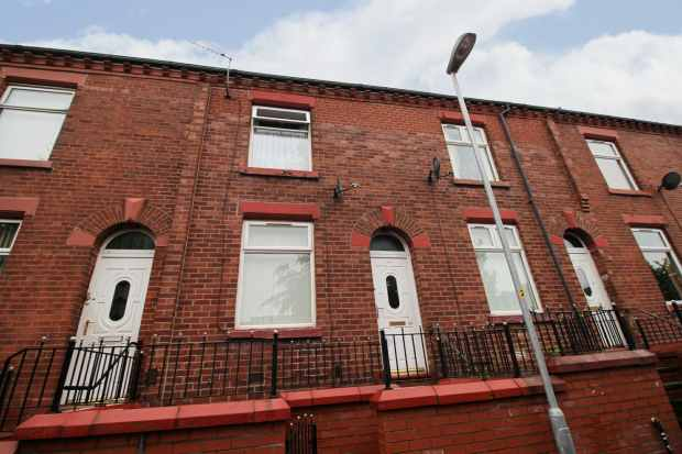 2 Bedrooms Terraced House for sale in Chief Street, Oldham, Lancashire, OL4 1EJ
