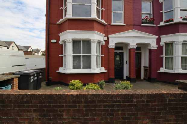2 Bedrooms Apartment Flat for sale in Holmesdale Road, London, Greater London, SE25 6HX