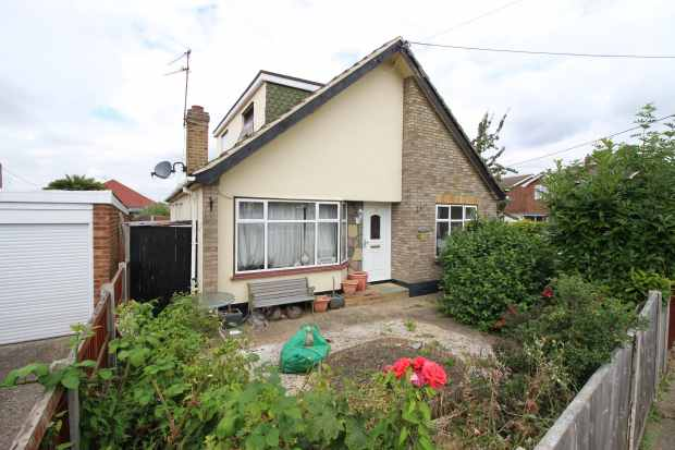 4 Bedrooms Detached House for sale in Terms Avenue, Canvey Island, Essex, SS8 9BH