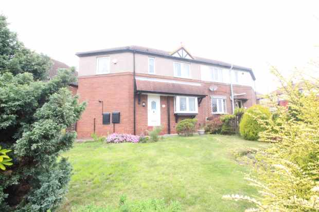 3 Bedrooms Semi Detached House for sale in Pontefract Road, Barnsley, South Yorkshire, S71 5QW