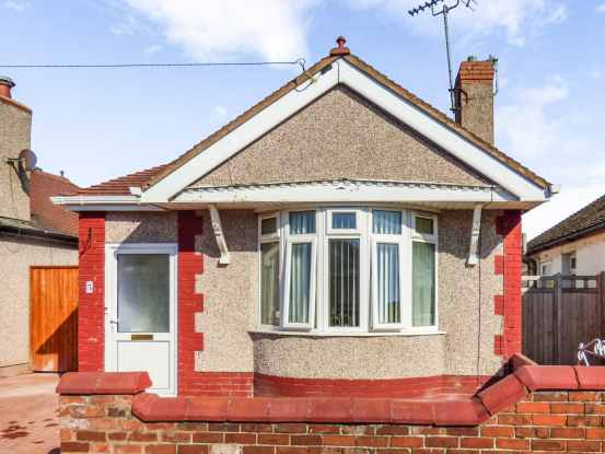2 Bedrooms Detached Bungalow for sale in Regent Road, Rhyl, Clwyd, LL18 4BB