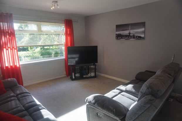 3 Bedrooms Ground Flat for sale in Woodside Street, Motherwell, Lanarkshire, ML1 2HY