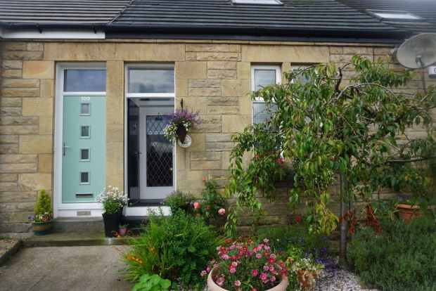 2 Bedrooms Terraced House for sale in Glasgow Road, Denny, Stirlingshire, FK6 5DN