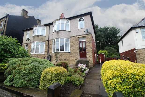 3 Bedrooms Semi Detached House for sale in Newsome Road, Huddersfield, West Yorkshire, HD4 6NB