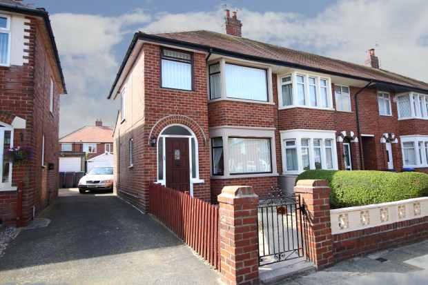 3 Bedrooms Property for sale in Salmesbury Avenue, Blackpool, Lancashire, FY2 0PR