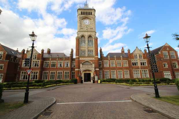 2 Bedrooms Apartment Flat for sale in Connaught House, Bushey, Hertfordshire, WD23 2RB