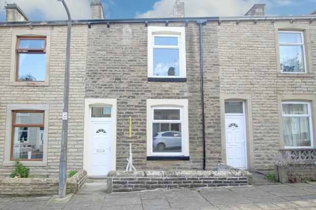 3 Bedrooms Terraced House for sale in Fife Street, Barrowford, Lancashire, BB9 6DD