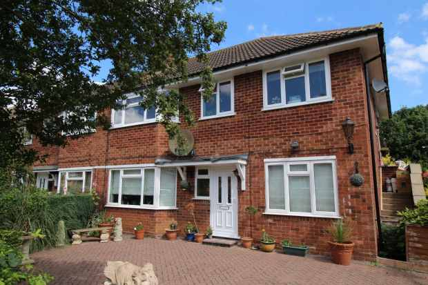 2 Bedrooms Maisonette Flat for sale in Lodge Road, Stratford-Upon-Avon, Warwickshire, CV37 9DW