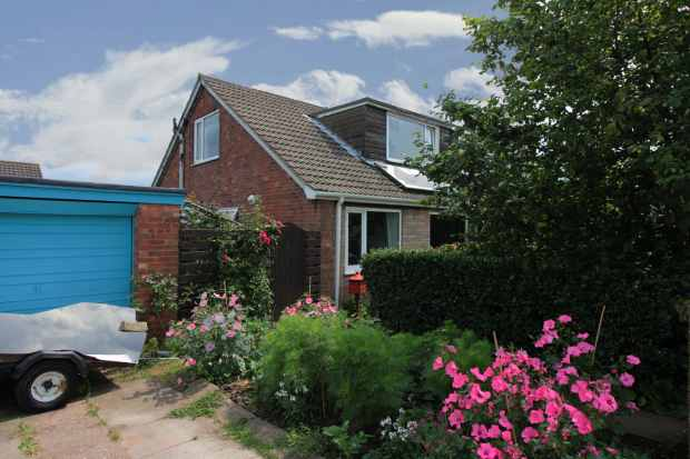 3 Bedrooms Bungalow for sale in Broadacres, Goole, North Yorkshire, DN14 9QB