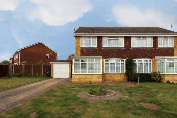 3 Bedrooms Semi Detached House for sale in Columbia Avenue, Whitstable, Kent, CT5 4EH