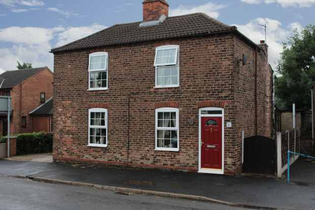 3 Bedrooms Detached House for sale in Eastoft Road, Scunthorpe, South Humberside, DN17 4LP