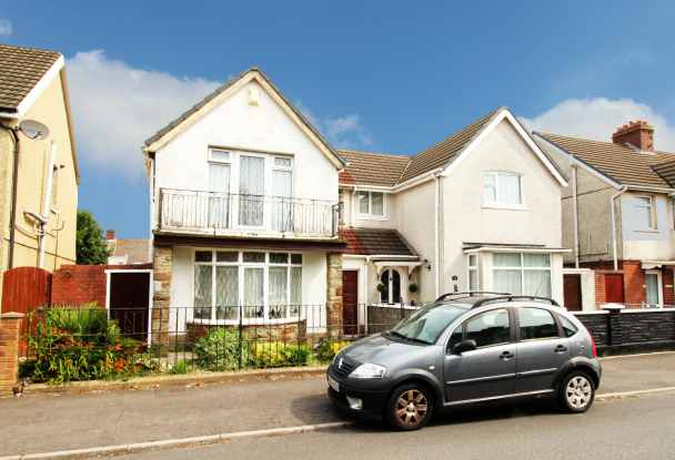 4 Bedrooms Semi Detached House for sale in Walters Road, Llanelli, Dyfed, SA15 1LT