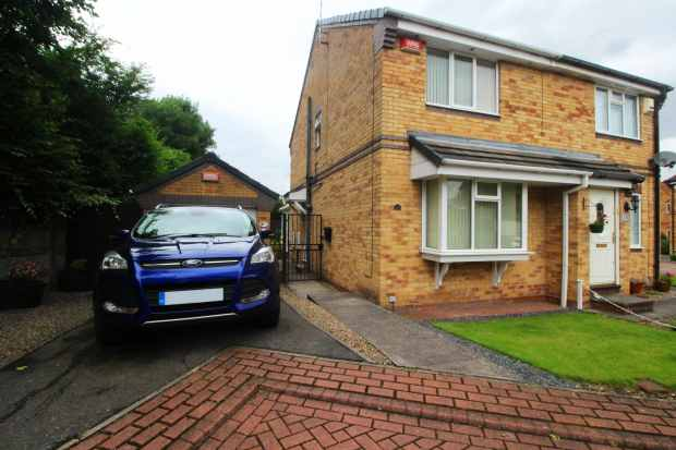 2 Bedrooms Semi Detached House for sale in Martindale Drive, Leeds, West Yorkshire, LS13 2HB
