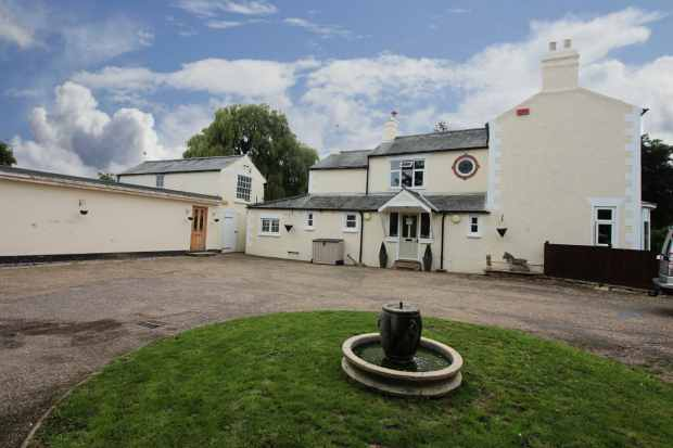 4 Bedrooms Detached House for sale in St James Road, Spalding, Lincolnshire, PE12 9BA