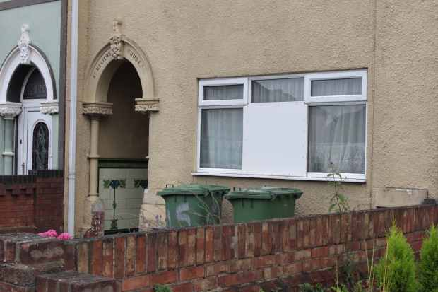 2 Bedrooms Flat for sale in Grimsby Road, Cleethorpes, Lincolnshire, DN35 7DL