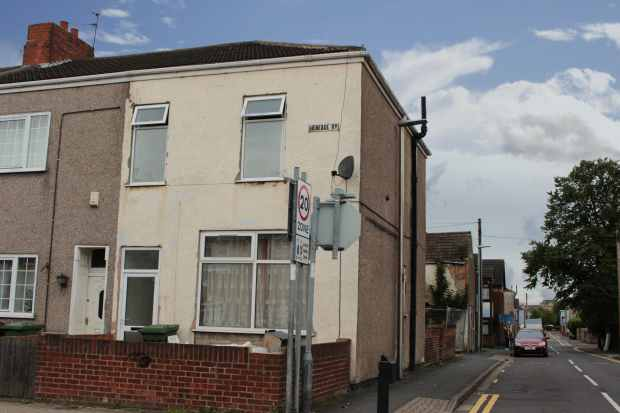 1 Bedroom Flat for sale in Heneage Road, Grimsby, Lincolnshire, DN32 9JQ