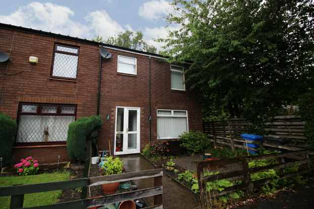 3 Bedrooms Semi Detached House for sale in Vose Close, Warrington, Cheshire, WA5 1EW