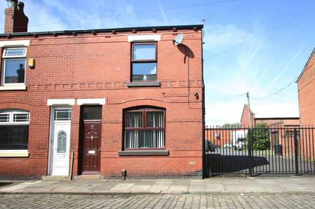 3 Bedrooms Property for sale in Bird Street, Wigan, Lancashire, WN2 2BD