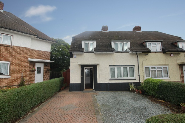 3 Bedrooms Semi Detached House for sale in Byron Way, Romford, Essex, RM3 7PS