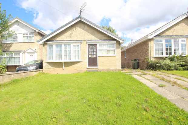 3 Bedrooms Detached Bungalow for sale in Greenfield Mount, Wakefield, West Yorkshire, WF2 0TJ