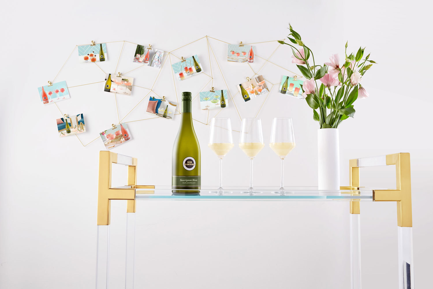 Kim-crawford_moodbild_sauvignon-blanc-with-3-glasses-cocktail-wall