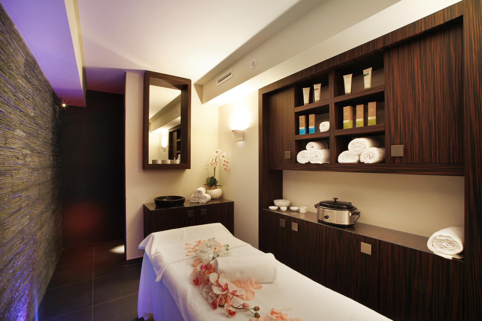 Centro benessere la cascade spa hotel parigi 2 for Affitti cabina cabina resort pinecrest
