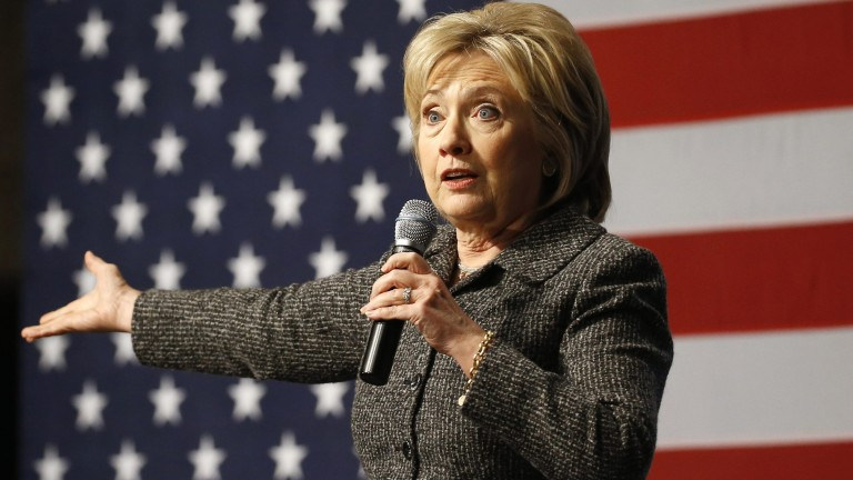 In this Jan. 12, 2016, photo, Democratic presidential candidate Hillary Clinton speaks during a campaign event at Iowa State University in Ames, Iowa. Challenged anew by Bernie Sanders, Clinton is reverting to some of the same themes, even strikingly similar attack lines, from her 2008 primary loss to Barack Obama. (AP Photo/Patrick Semansky) (Foto: AP)