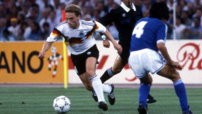 08.07.1990, Fussball, FIFA WM 1990 in Italien, Finale, DFB Deutschland - Argentinien (1:0): v.l. Thomas HŠ§ler (DFB Deutschland), Jose Basualdo (Argentinien). Foto: Herbert Rudel [ Rechtehinweis: Verwendung weltweit, usage worldwide ] *** Local Caption *** 45307078 (Foto: picture alliance / Herbert Rudel)