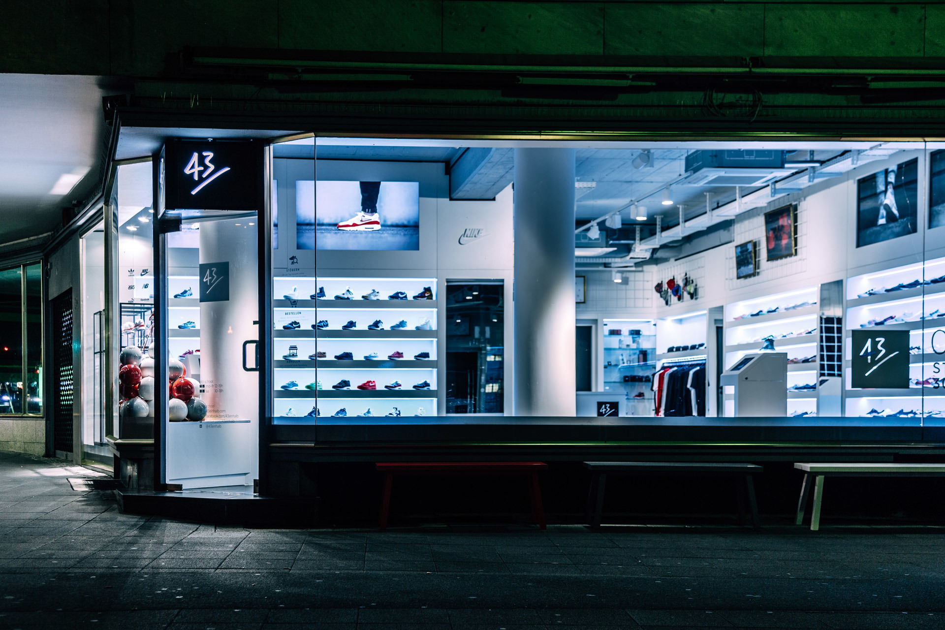 43einhalb sneaker store er ffnung in frankfurt am main. Black Bedroom Furniture Sets. Home Design Ideas