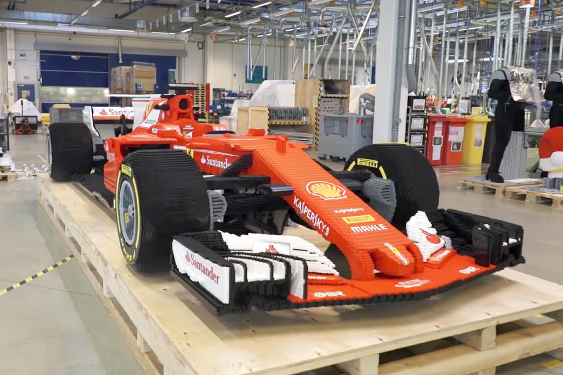 Making-of: How a Ferrari F1 Is Built From 350.000 LEGO Bricks