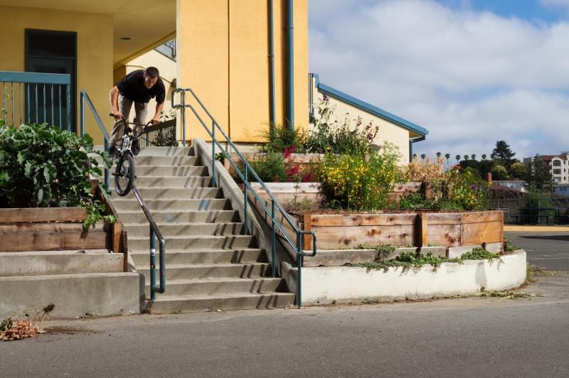 Bob lacing a steep crook at a Bay Area school.  Got it first go, but did it again for cleaner make.  Photo: Feil