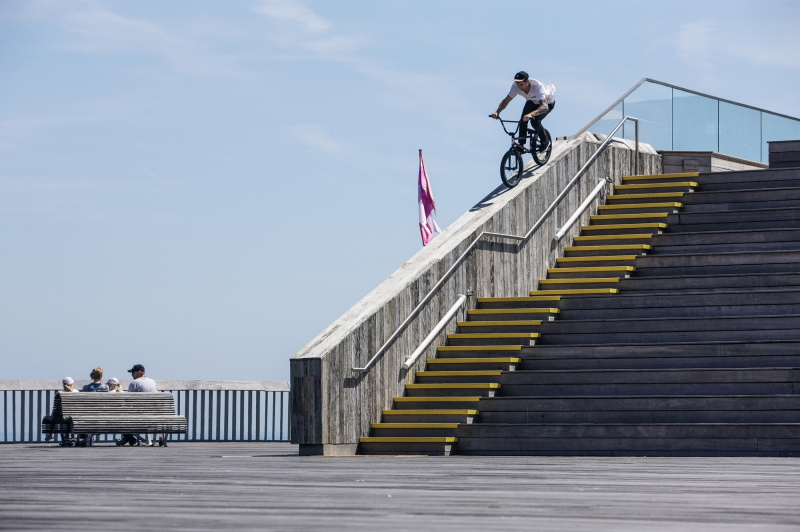 Fooman announcing himself in his hew hometown of Hastings UK with one hell of a ledge ride.