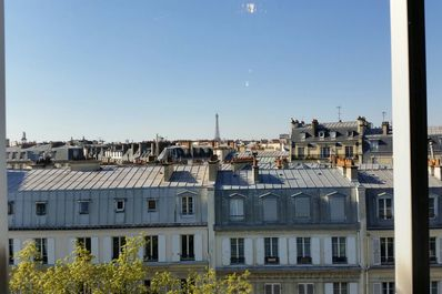 Wonderful View with balcony next to Champs Elysées