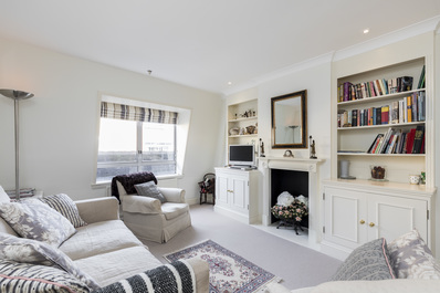 Covent Garden: Bright and Charming 2bed flat