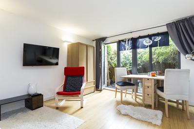 West Kensington cosy studio w/ Japanese style yard