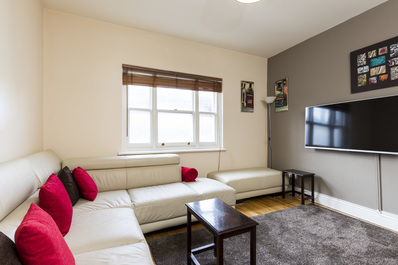 Cool 2 bed next to Shoreditch with nice rooftop!