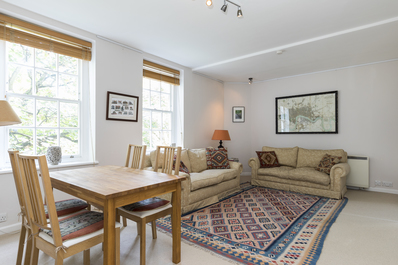 Peaceful family flat by Thames River, Battersea
