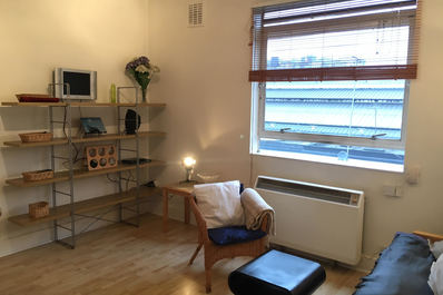 Central 1 bed flat with terrace in Earl's Court