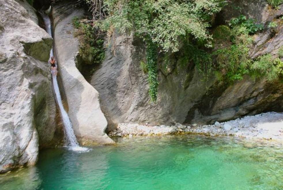 Nei dintorni di firenze 10 luoghi meravigliosi da esplorare ecosost vivere sostenibile - Cascate in italia dove fare il bagno ...