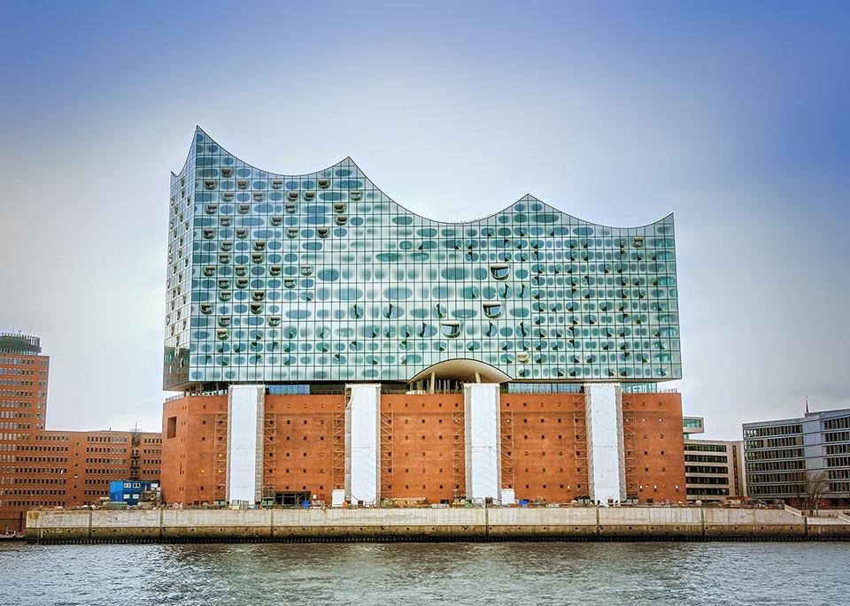 La sala da concerti Elbphilharmonie ad HafenCiry, la zona chic di Amburgo ©carol.anne / Shutterstock
