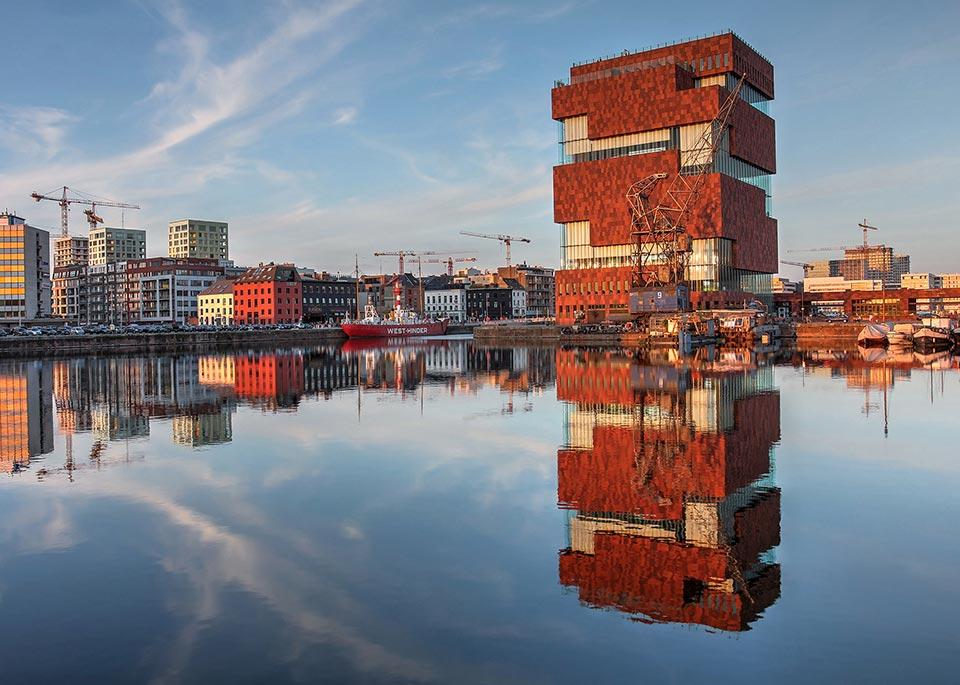 L'avvenieristico Museum aan de Stroom, che ha aperto i battenti nel 2011 – oltre ai capolavori barocchi, Anversa non rinuncia a esibire la propria modernità ©repistu / iStock Editorial / Getty Images